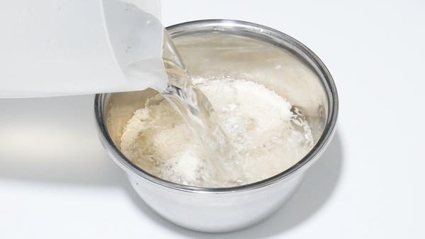 淘米水洗脸后还用洗面奶吗,洗脸后还要用清水冲洗吗