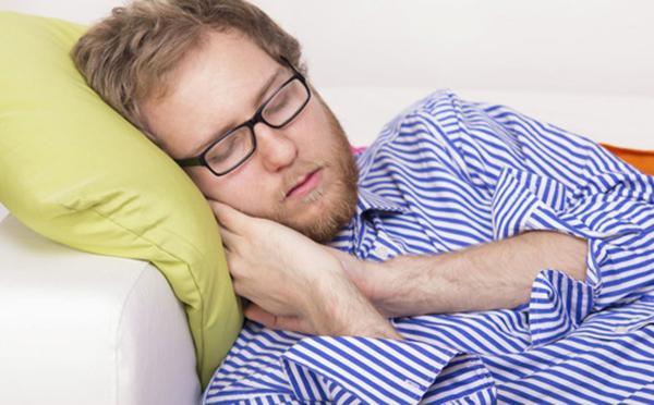 """拒做""""夜猫子"""" 男人晚睡身体伤不起"""