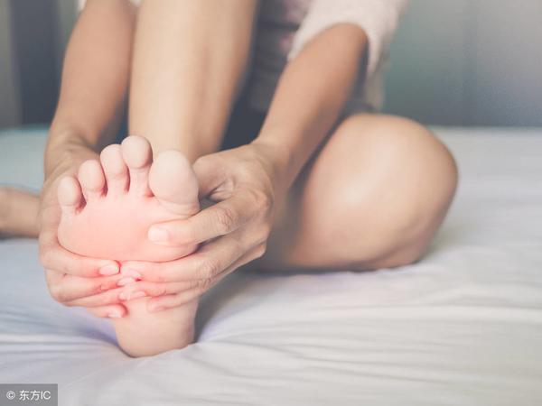 手脚多汗是什么原因