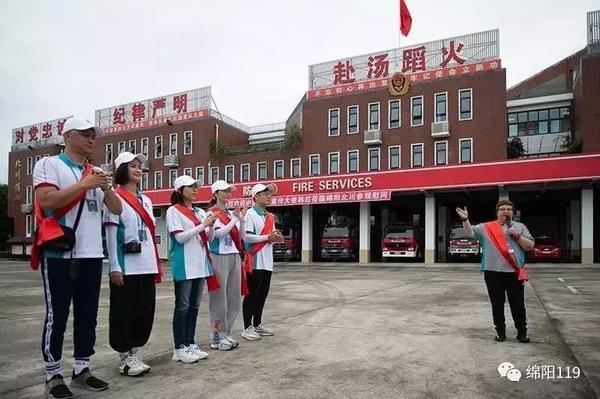 韩红震后率众明星捐款 不顾身体亲自带队赴灾区