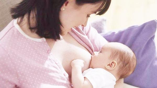 母乳对妈妈的好处 帮助妈妈恢复身材