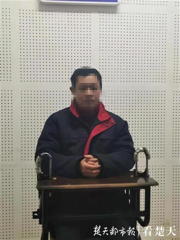 男子在足浴店要求特殊服务被拒绝后掏出手枪