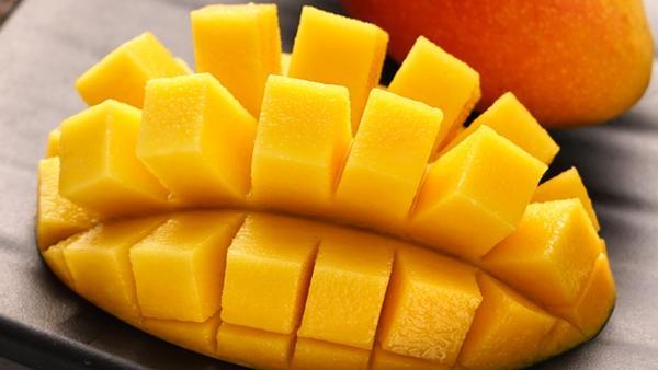芒果丁怎么切,如何切芒果丁窍门,芒果丁的切法