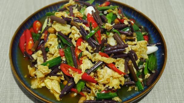 蕨菜能和鸡蛋一起吃吗,蕨菜可以和什么一起吃
