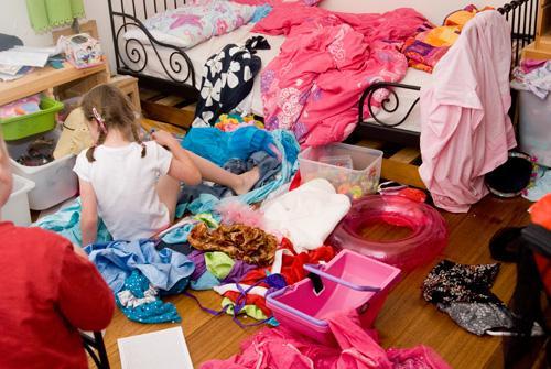 这样叠衣服就能多放几件!让衣柜能放更多的收纳法