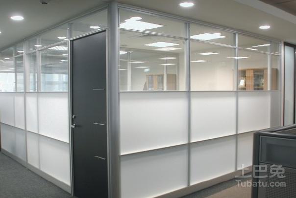 办公室玻璃隔断效果图