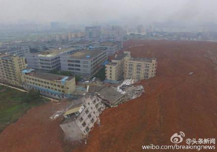 动画还原贵州山体滑坡瞬间:房屋被推移百米掩埋 只见黄土不见顶