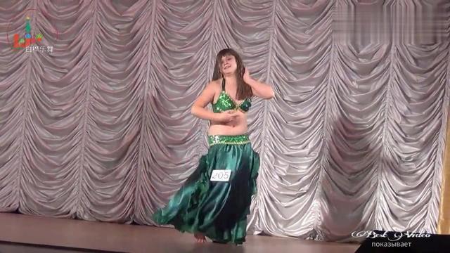 这个~~~胖女人的肚皮舞.....其实跳的挺专业的