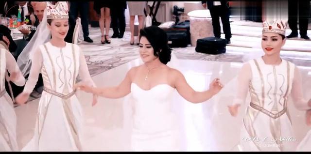 第一次看见中亚婚礼舞蹈,场面恢弘大气,充满神秘感