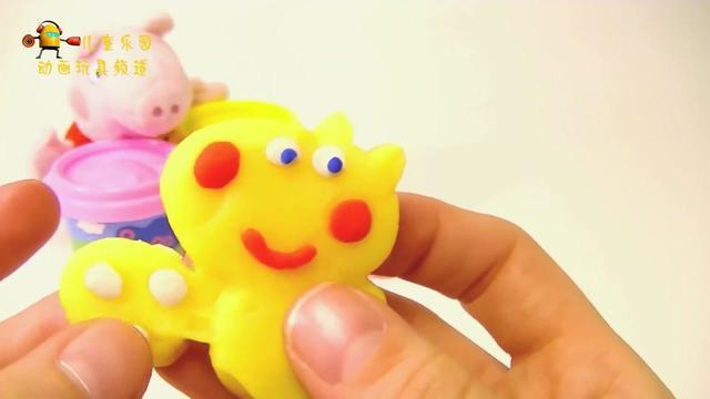 小猪佩奇在家捏橡皮泥