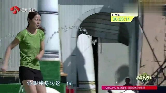 跨栏少女来闯关,身手敏捷快速冲关,却在这关落水让人遗憾啊!