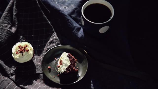 """派悅坊的創始人教你手把手做他家""""頭牌兒""""紅絲絨蛋糕咯"""