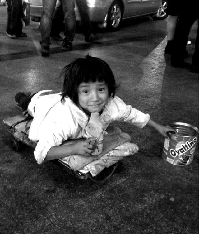 谁见过这个孩子?幼儿被拐走搞残成街头乞丐(图) - 社会 - 东南网
