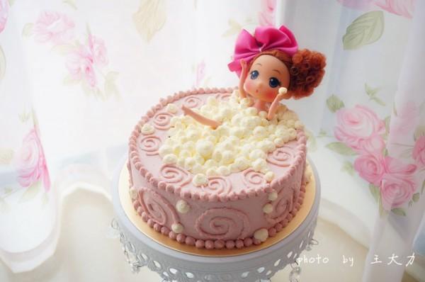 泡澡娃娃彩虹蛋糕图片