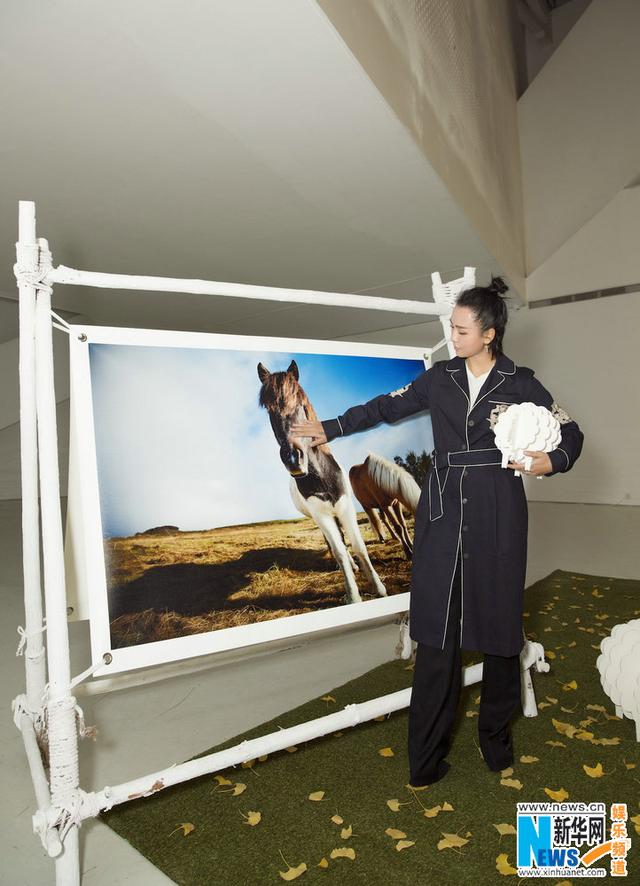 周笔畅苦心拍摄三年 首个摄影展北京开幕