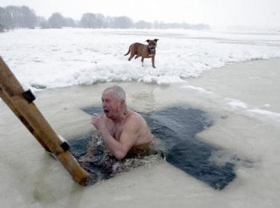 冬天洗冷水澡,能强身健体吗?分两种情况看