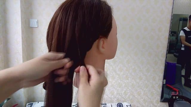 日常生活非常实用的一款长发变短发造型,分分钟就能学会