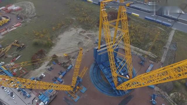 目前地球上最大的起重机-Sarens巨型起重机