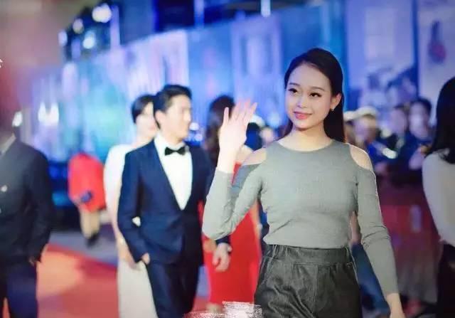赵丽颖的亲妹妹照片曝光,长相比姐姐还漂亮,网... _手机网易网