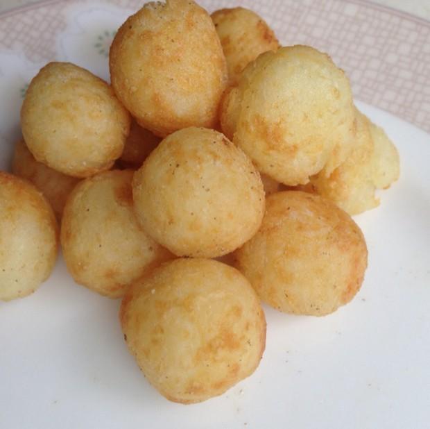 大厨做的土豆丸子,随便一团甜糯可口,简单的技巧一学就会