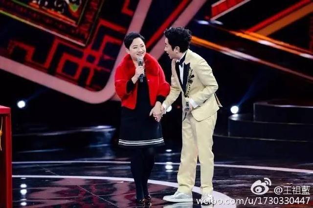 王祖蓝晒妈妈年轻照 母子俩一模一样(图)_手机新浪网