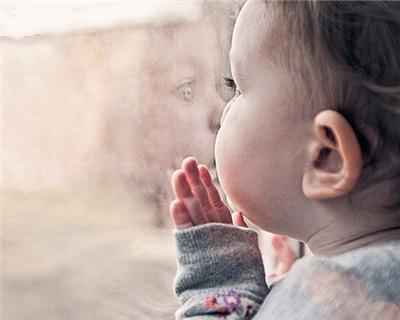 """冬天给宝宝穿衣服,遵循""""贵暖不贵多""""原则,看看你家娃穿对了没"""