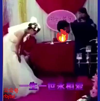 """山东:闹洞房新娘竟被摁倒在地,起身怒踹""""婚闹男"""""""