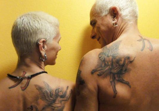 """当人的纹身""""老了""""会变成啥样? 肠子给你悔青,哈... _新浪看点"""