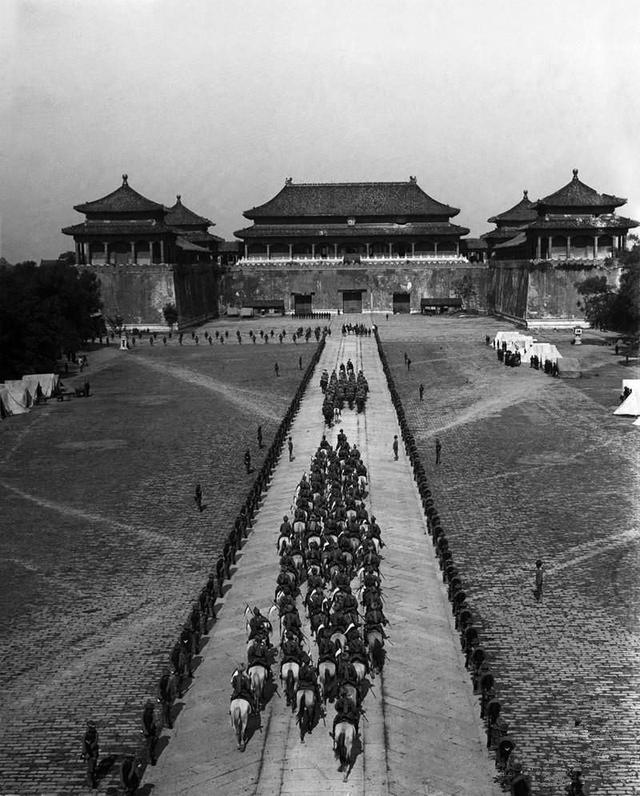 中国百姓帮八国联军搭梯子攻入紫禁城_手机网易网