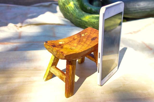 妈妈在家做手工小凳子,10元可以买到几个凳子的原材料?带你看看