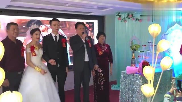 河南农村婚礼,父亲在儿子婚礼上致辞,很感人!_网易视频