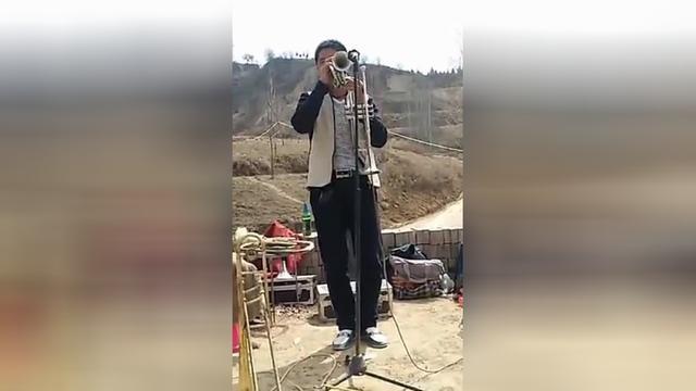 歐翠峰演奏小號視頻