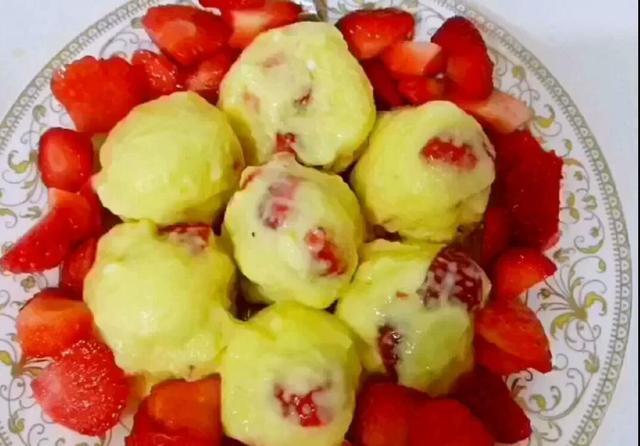 在家做草莓冰淇淋,让这个夏天多一道清凉美食