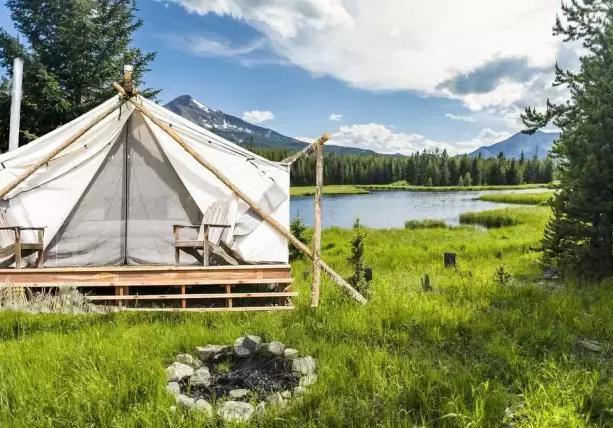出去户外旅行酒店太贵?试试带帐篷露营吧,还可以混帐看星星哦!