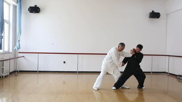 老武术家教你一套真功夫,手把手演示螳螂拳实战用法!