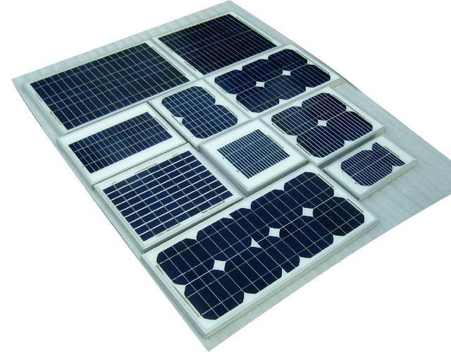 用灯光照射太阳能电池板