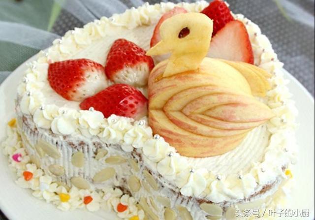做生日蛋糕不會裱花?這樣擠一擠就好了,一點不難看