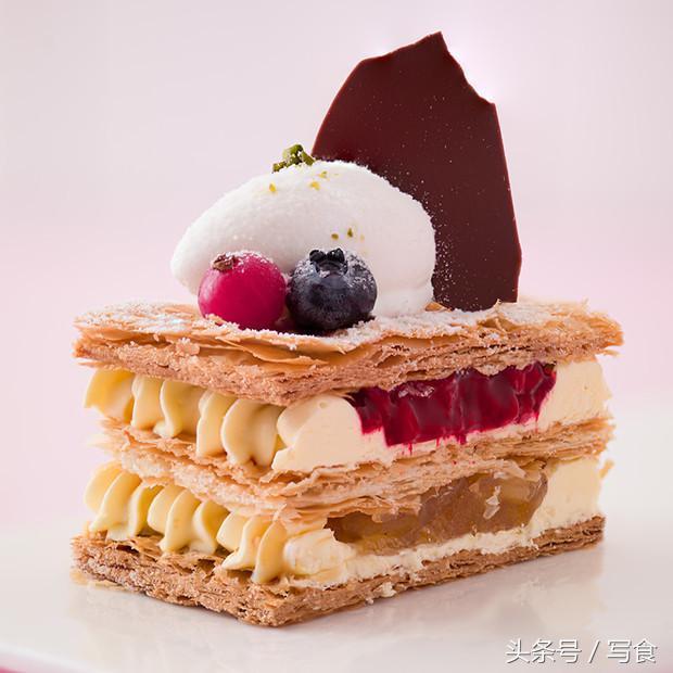如何優雅的吃拿破侖蛋糕?好吃到,不想掉下一個碎片