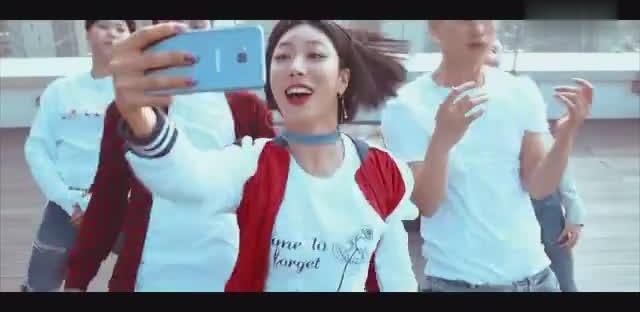 不仅歌好听,舞也很好看!有多少人看过这段三星手机的广告MV