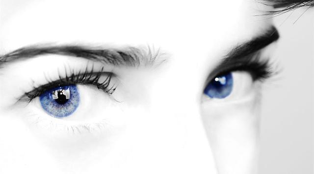 美容院做眼部护理图片
