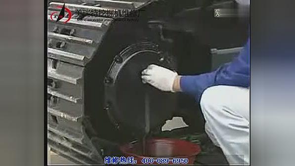 虽然按下触动开关,但泵不运转,小哥就用这几招搞定挖掘机维修