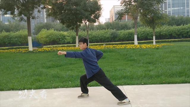 孟村小男孩演練的八極拳