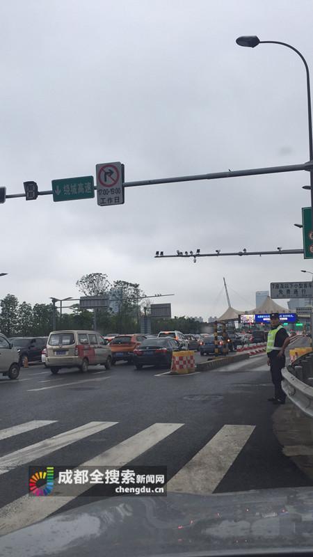 成都绕城高速发生一起惨烈车祸 3死4伤--四川新闻