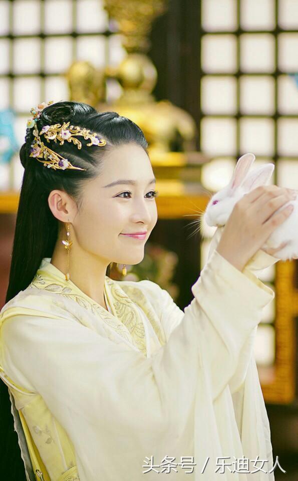 淳儿黑化了,燕洵也黑化了,细数黑化后的女星装扮,你喜欢谁?