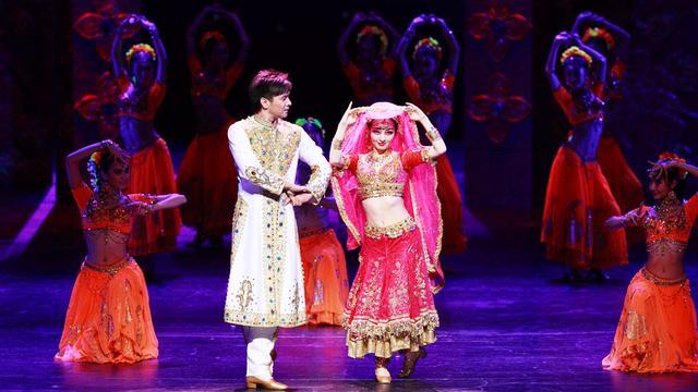在印度的传统婚礼现场,常可以看到这种妖娆的舞蹈