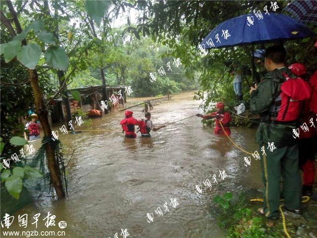 桂林灵川九屋镇突发山洪,多部门人员徒步5公里救援
