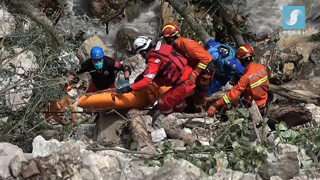 印尼搜救人员打捞起30具遇难者遗体(高清组图) -国际频道-新华网