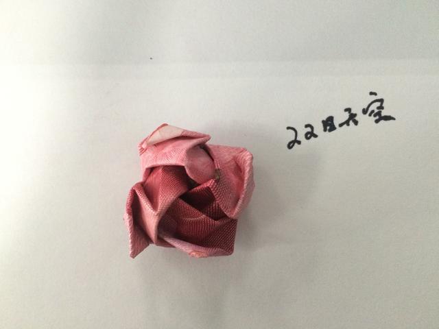 """花店50张百元大钞制成""""钞票鲜花"""" 霸气外露"""
