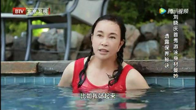 高空跳伞脸会被吹变形,62岁刘晓庆表情却十分正常,说明了什么