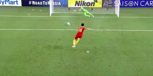 世预赛中国vs乌兹别克斯坦,这个球太可惜了
